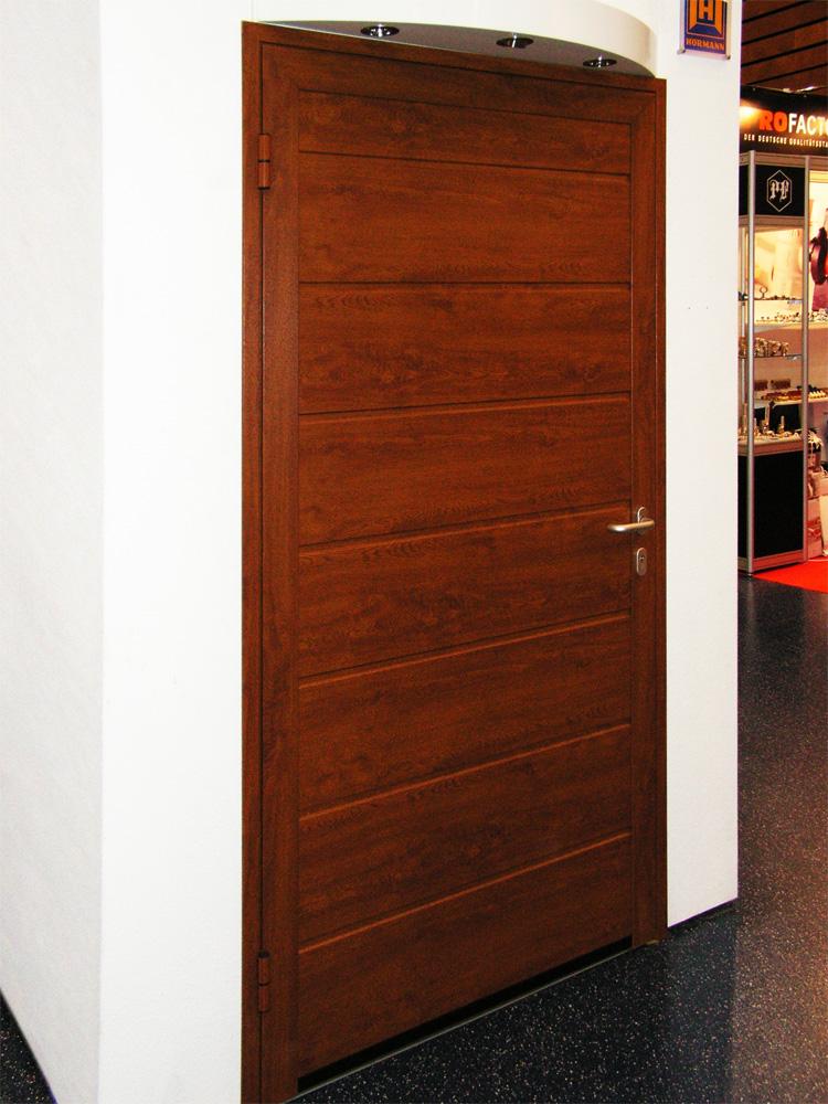 Боковая гаражная дверь